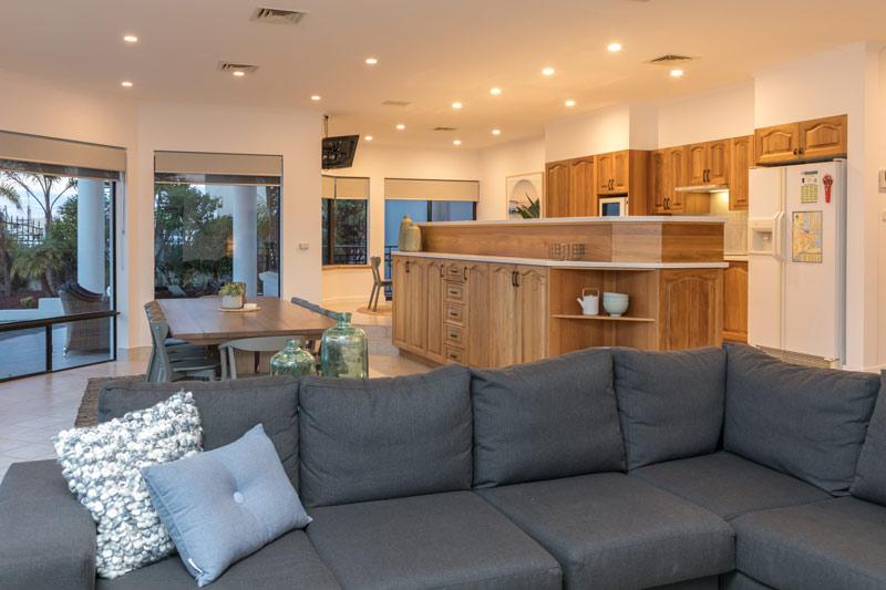 Marina Luxury Escape - Port Lincoln - kitchen