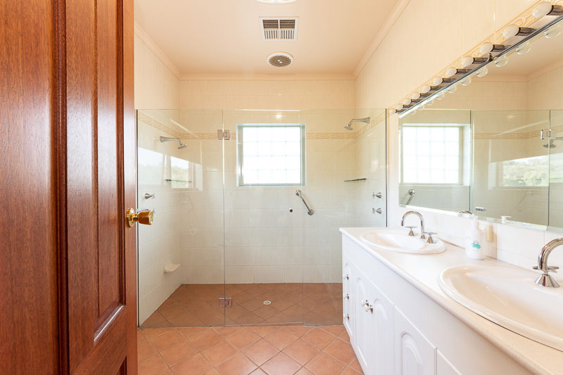 QUIET PICTURESQUE – PARIS CREEK - bathroom